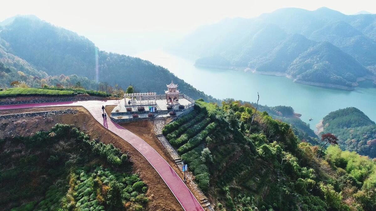 贵门风景――俯瞰望湖亭