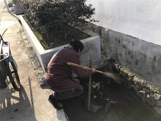 石璜镇开展环境卫生自查工作