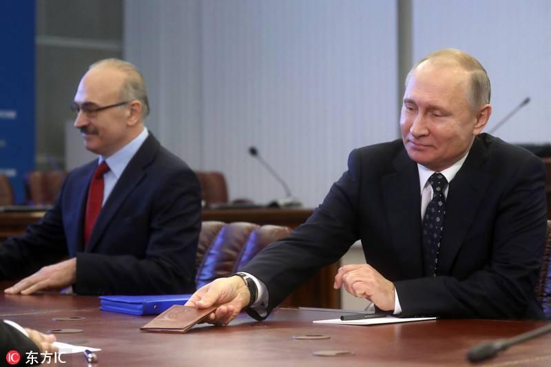 普京提交总统候选人提名文件