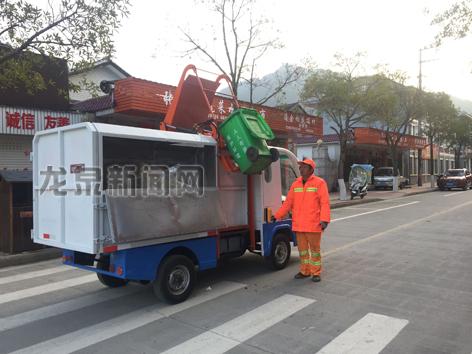 住龙镇为环卫工人配备了电动环卫车