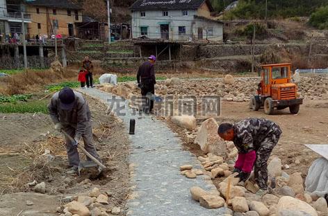 龙泉市2017年小农水利项目县半边月村水系连通工程正在有条不紊地推进中