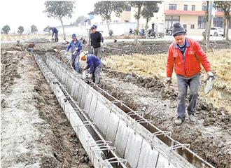 浇筑水泥沟渠 方便农田排灌