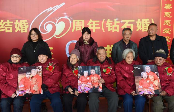 义乌:村民喜办钻石婚庆典