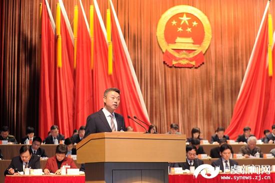 区长张壮雄代表区人民政府向大会作《政府工作报告》