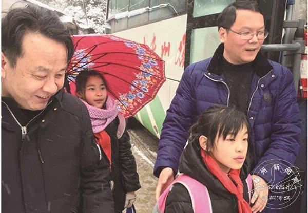 """仙岩镇九年一贯制学校 """"护卫""""学生安全到家"""