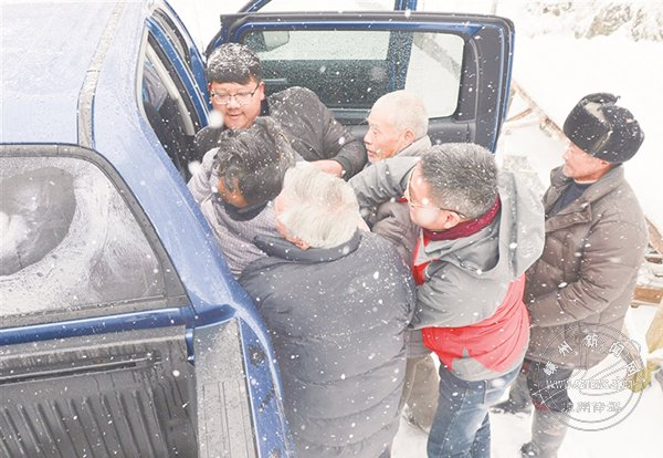 风雪中的救援