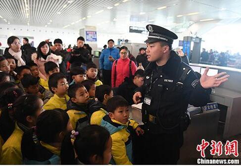警方发出春运安全提醒最强音