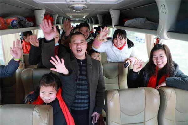 企业利用专车送外地员工返乡过年