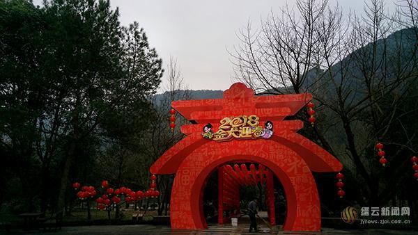 【网络媒体走转改】缙云仙都景区装扮一新喜迎新春