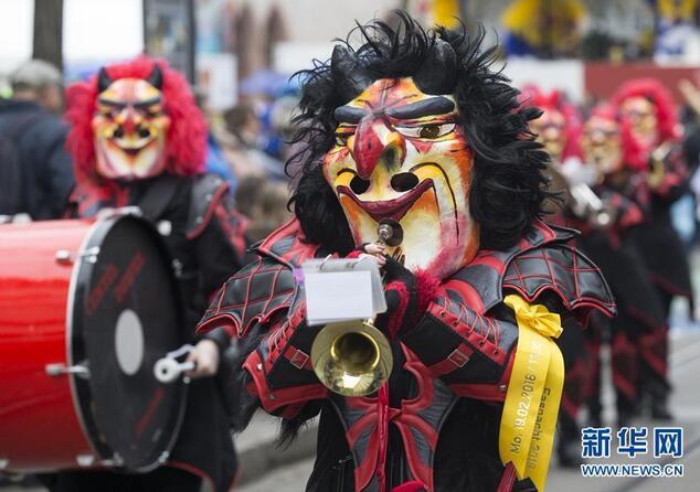 瑞士巴塞尔狂欢节举行盛装游行