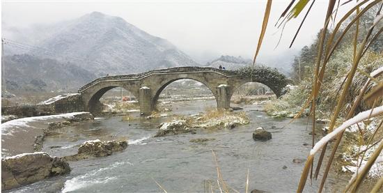 冬日隐潭溪