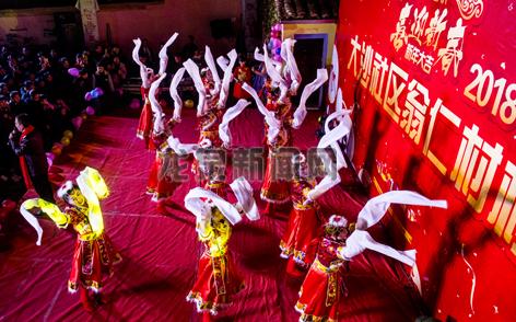 剑池街道翁仁村、大沙社区联合举办乡村春晚