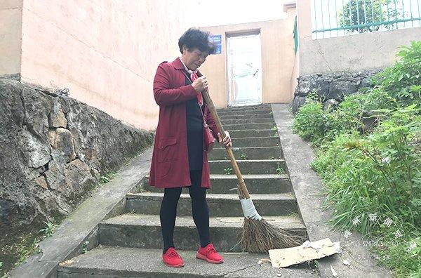 义务清扫上学路