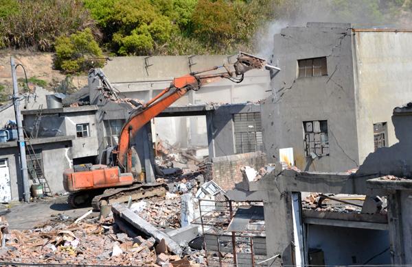 龙溪有序推进法山头老旧工业点拆改