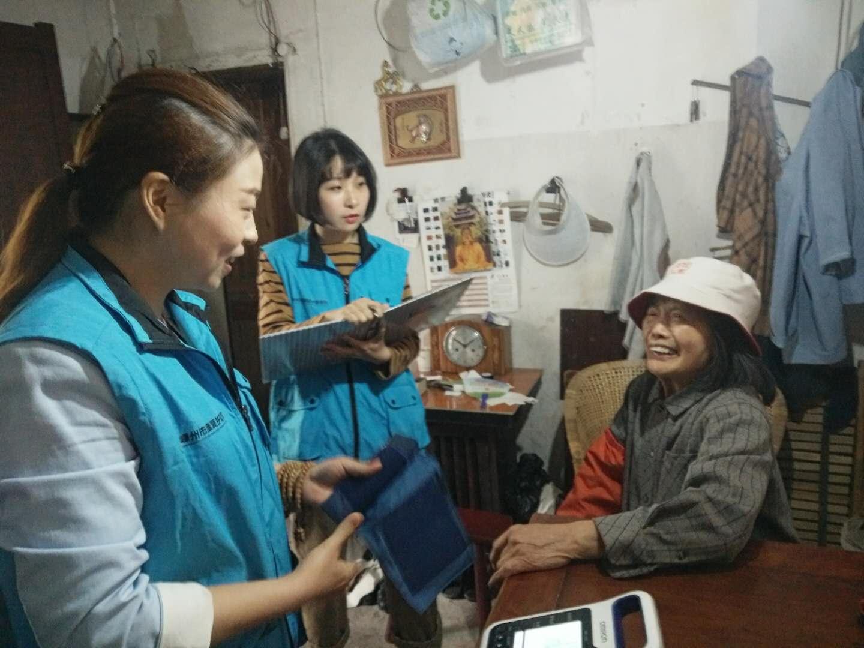 康复久久志愿队在城隍坊社区走访