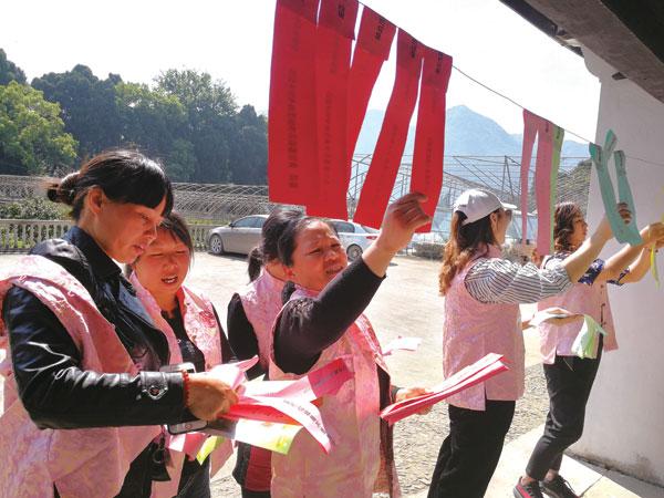 涌泉镇垃圾分类活动启动仪式在忘不了柑橘观光园举行。