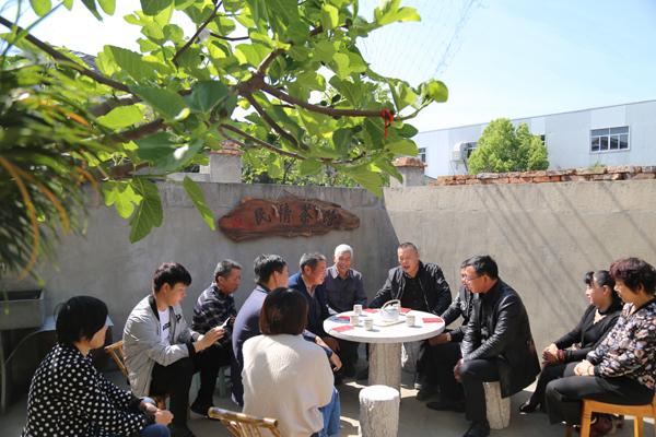 """玉环这个村有个""""民情茶馆"""" 群众碰到堵心事烦心事,都爱去喝杯茶"""
