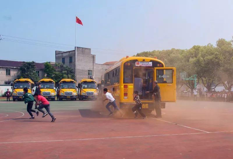校车应急疏散演练