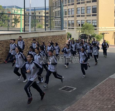 龙泉浙大中学组织开展防震减灾应急疏散演练