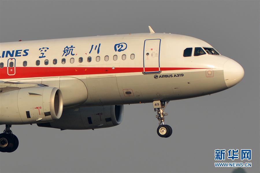 川航一航班因机械故障备降成都 两名机组人员受伤