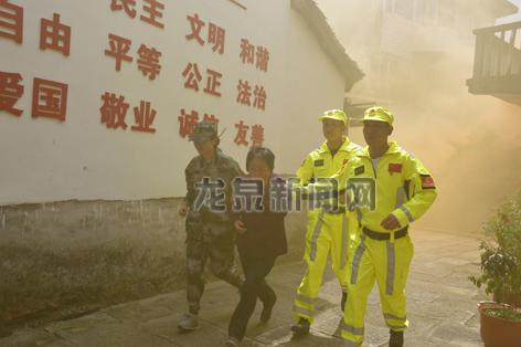 """住龙镇组织开展""""行动起来,减轻身边的灾害风险""""为主题的综合应急演练活动"""