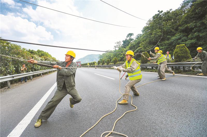 拆除高速国道横跨高压线