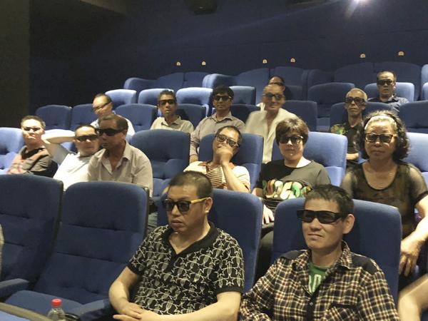 """鸡山乡残联为残疾人""""包场""""看电影"""