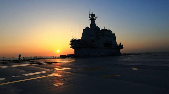 我国第二艘航母完成首次出海试验返回大连