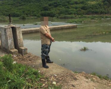 男子禁渔期偷偷电鱼涉嫌犯罪被抓