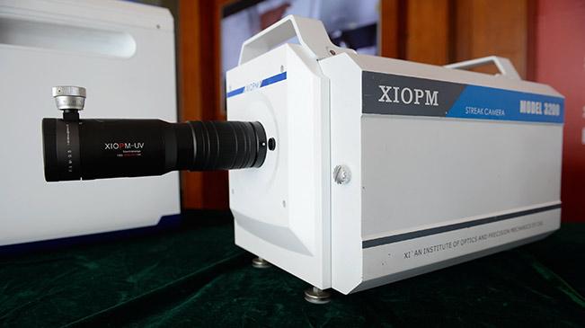 高性能条纹相机研制成功