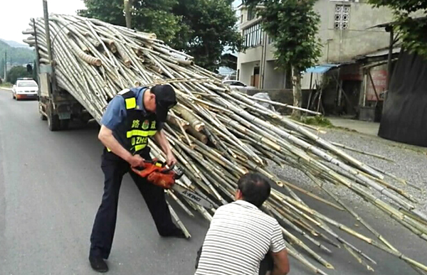 毛竹运输安全检查