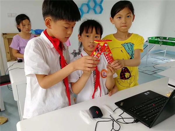 开展科技实践 提升学生动手能力