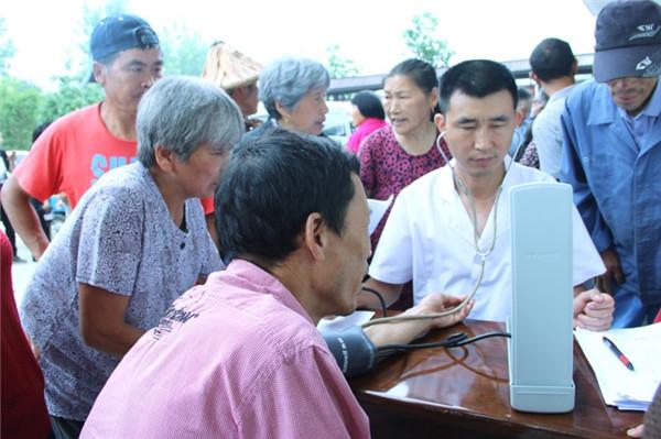 合作医疗下乡 农民免费体检享实惠