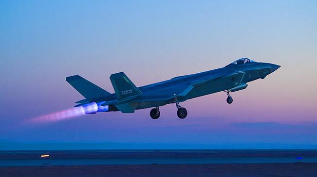 空军首支歼-20部队开展多型新机编队协同战术训练