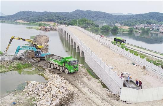 皂李湖十七孔桥现雏形