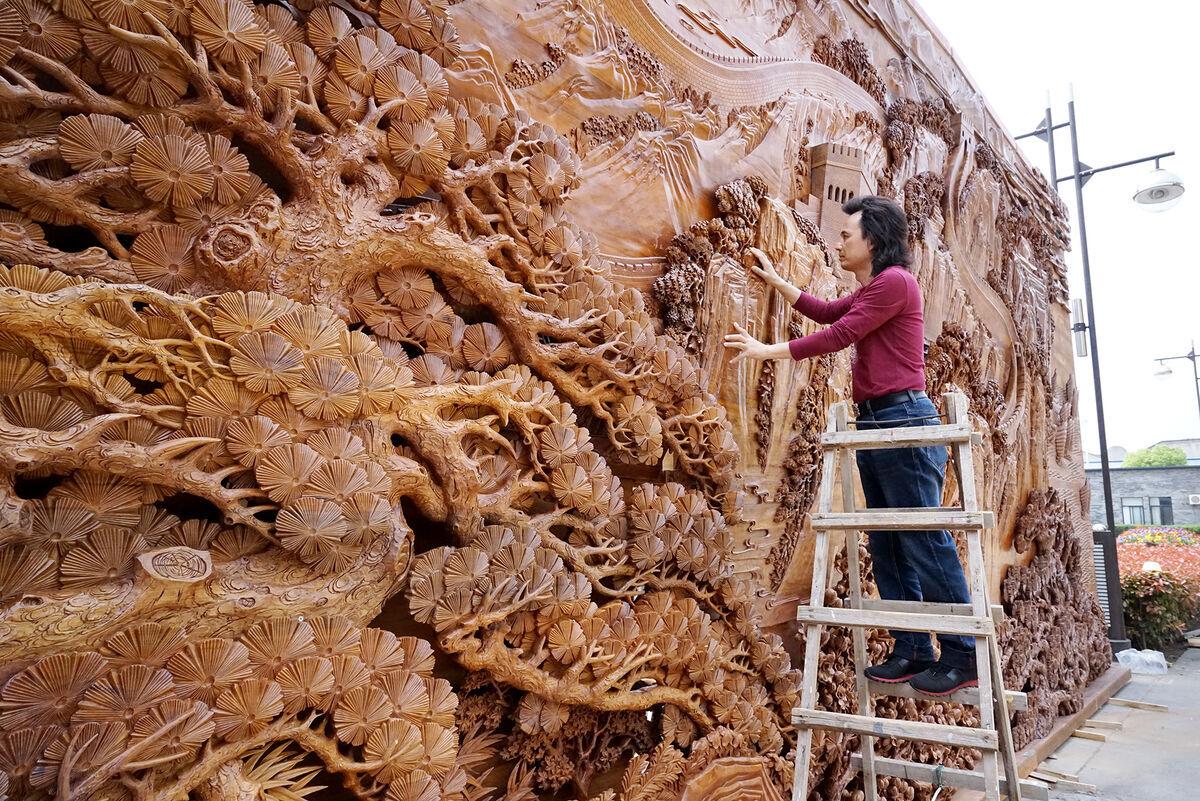 东阳这位大师用木雕语言诠释新时代治国理政名言,闪耀上合青岛峰会场