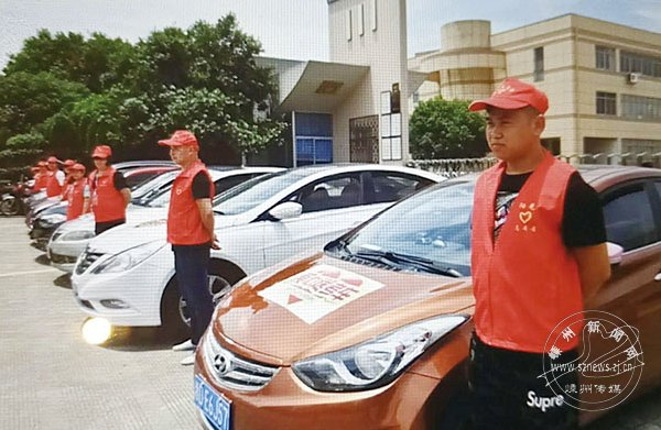 志愿者出动为高考考生服务