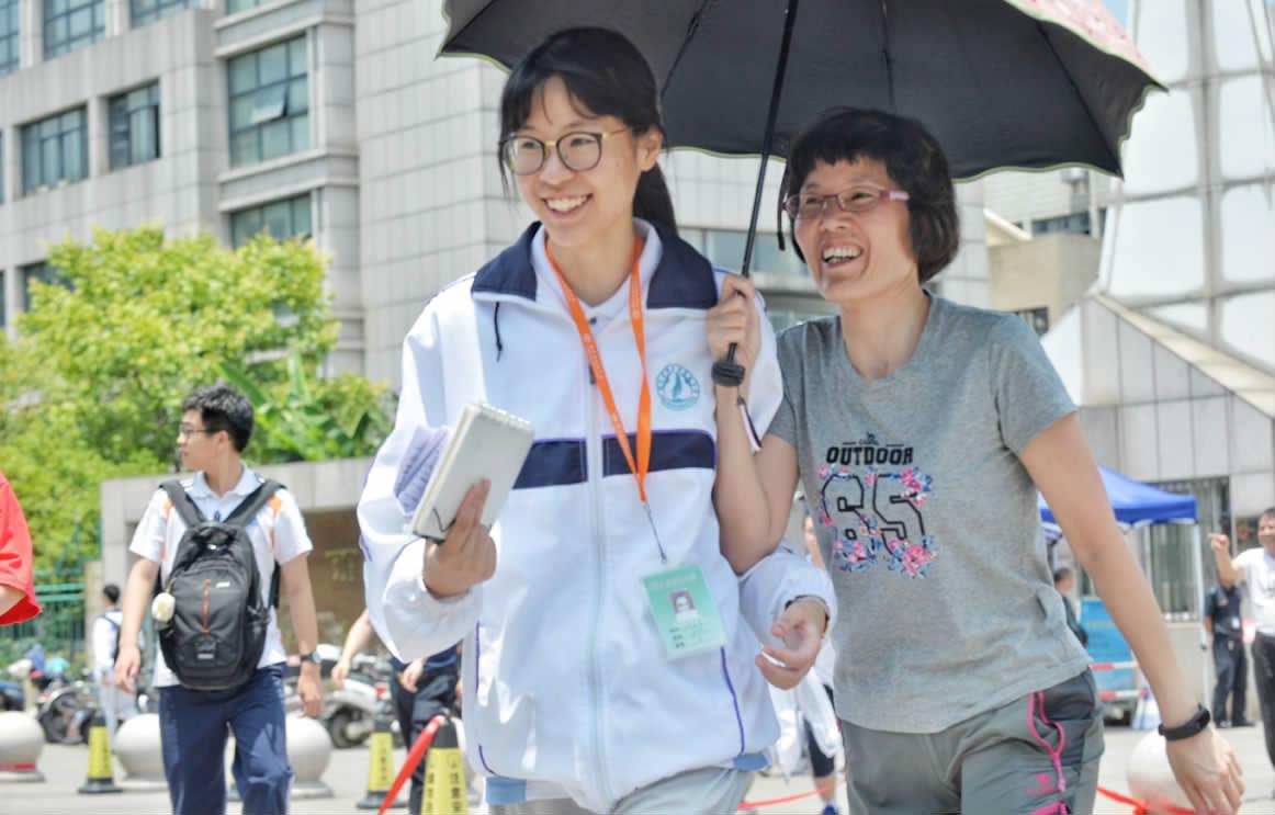 高考首日,桐乡4300多名学生赶考