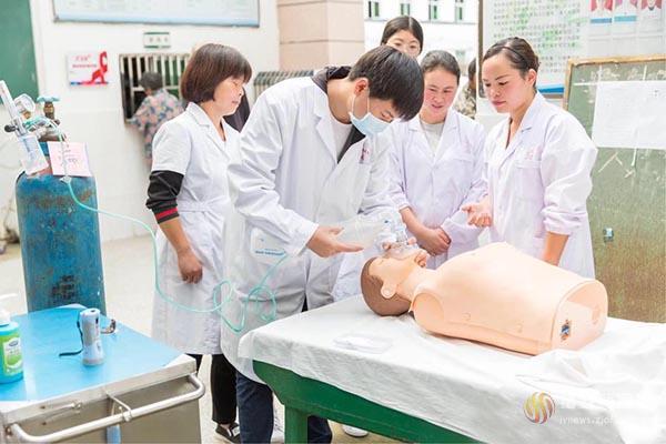 发挥医疗传帮带 促进业务新提升