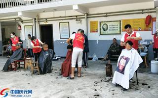 县志愿者协会开展端午志愿者服务活动