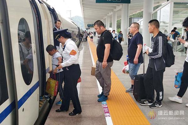 """从7月1日零时起 铁路将实行""""7.1""""列车运行图"""