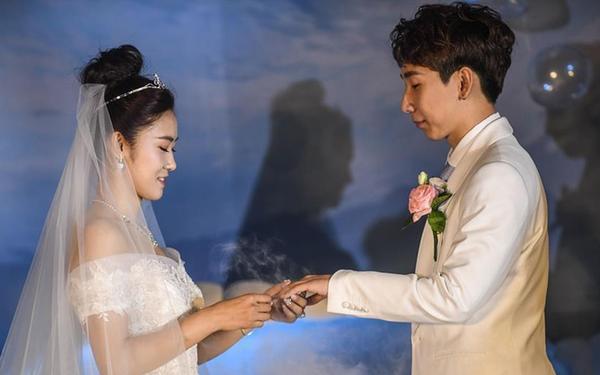 短道速滑名将韩天宇、刘秋宏在抚顺举行婚礼