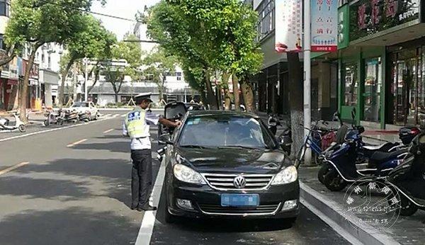 交警处罚这些路段违停车辆