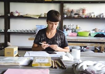 俄罗斯陶艺家向上虞博物馆捐赠作品