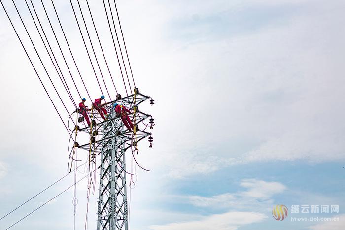 缙云县电力部门采用10千伏中压发电车保供电