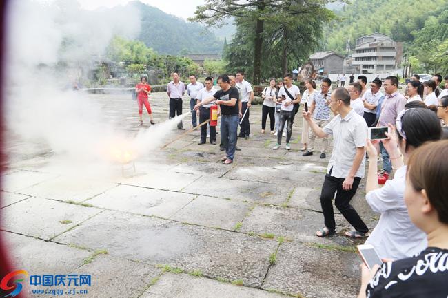 全县旅游安全培训及安全突发事件应急救援演练举行