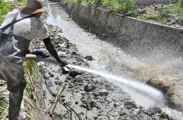 龙溪:加紧清淤疏河道