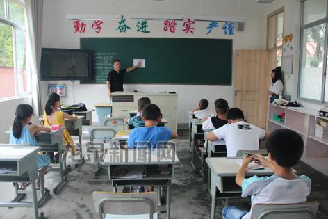 浙江工商大学学生来龙开展乡村支教、慰问贫困户等公益性活动