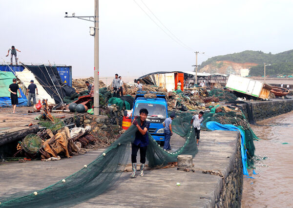 玉环渔民投入生产自救