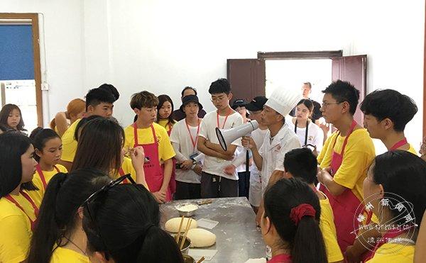 华裔青少年体验越乡文化